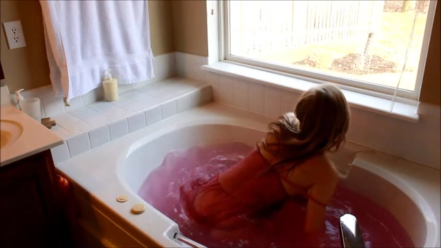 Clipvia_Webcams_Video_presents_Girl_Goldilocks_in_Bathtub_Fucking___Facial.mp4.00005.jpg