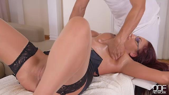 DDFNetwork_-_DDFBusty_presents_Emma_Butt_in_Big_Tits_Jizzed_On__Massage_Therapist_Bangs_Busty_Client_-_24.02.2017.mp4.00004.jpg