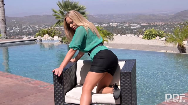 Watch Online Porn – DDFNetwork – DDFBusty presents Olivia Austin in Sunny Sexual Satisfaction: Busty Blonde Masturbates By The Pool – 28.02.2017 (MP4, FullHD, 1920×1080)