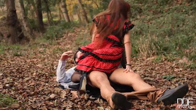 DDFNetwork_-_HandsOnHardcore_presents_Stacy_Snake_in_Fiery_Hardcore_in_The_Woods__Flamenco_Dancer_Needs_Cock_-_19.02.2017.mp4.00014.jpg