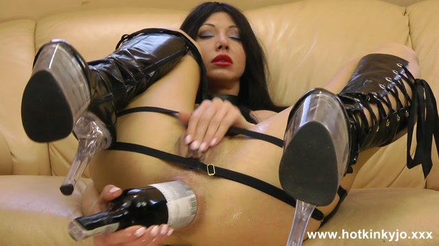 Hotkinkyjo_presents_In_the_boots._Fucking_ass_with_wine_bottle_-_05.02.2017.flv.00010.jpg