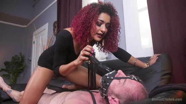 Kink_-_DivineBitches_presents_D._Arclyte__Daisy_Ducati_in_Drown_in_my_squirt__slaveboy__-_17.02.2017.mp4.00009.jpg