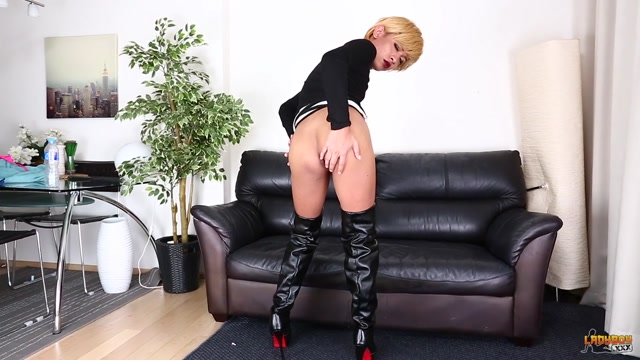 Ladyboy.xxx_presents_Gents_And_Tgirls__Mop_Is_Back__-_08.02.2017.mp4.00001.jpg