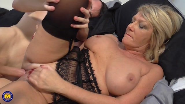 Mature.nl_presents_Amy__EU___53__in_British_housewife_doing_her_toyboy_-_31.01.2017.mp4.00012.jpg