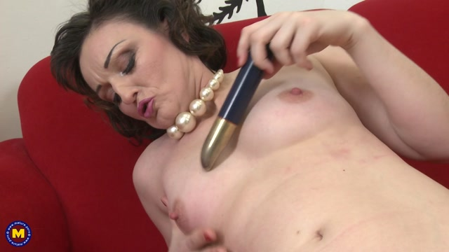 Watch Online Porn – Mature.nl presents Jara C. (37) in horny housewife fooling around – 03.02.2017 (MP4, FullHD, 1920×1080)