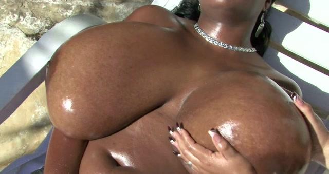 Oiled_Mega_Tits_Massage.avi.00012.jpg