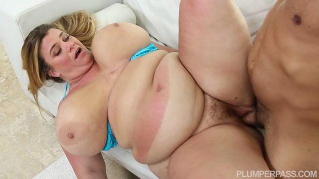 Watch Online Porn – Plumperpass presents Valentina Krave in Sun Kissed Slut – 27.02.2017 (MP4, SD, 720×400)