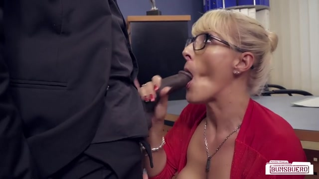 Watch Online Porn – PornDoePremium – BumsBuero presents Lana Vegas in German MILF boss fucks BBC at the office and gets cum in coffee and mouth – 19.02.2017 (MP4, SD, 854×480)