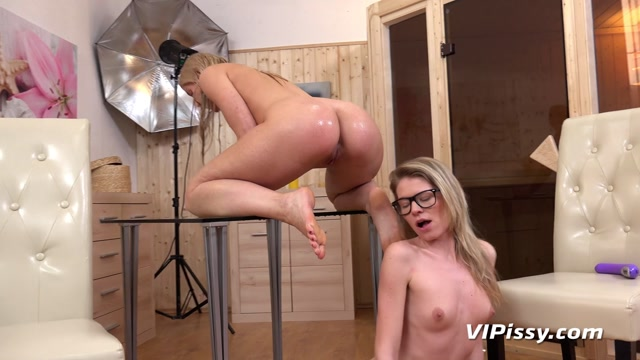 Watch Online Porn – VIPissy presents Claudia Macc & Sweet Cat in Camerawoman – 27.02.2017 (MP4, FullHD, 1920×1080)