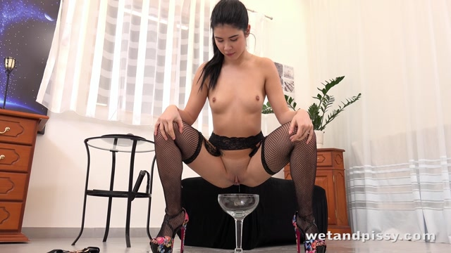 Watch Online Porn – WetAndPissy presents Lady Dee in Squirting Fun – 28.02.2017 (MP4, FullHD, 1920×1080)