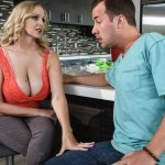 Brazzers – MommyGotBoobs presents Julia Ann in Hooked On Bras – 26.03.2017