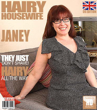 1_Mature.nl_presents_Janey__EU___40__in_British_hairy_housewife_fingering_herself_-_31.03.2017.jpg