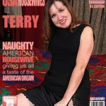 Mature.nl presents Terry (44) in American housewife playing with her toys – 08.03.2017