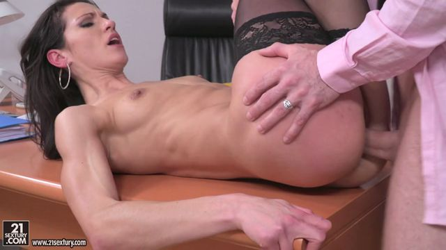 Watch Online Porn – 21Sextury – PixAndVideo presents Linda Moretti in Business Affairs – 03.03.2017 (MP4, SD, 960×544)
