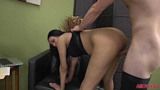 Watch Online Porn – Allover30 presents Bethany Benz 30 years old Ladies in Action – 30.03.2017 (MP4, FullHD, 1920×1080)