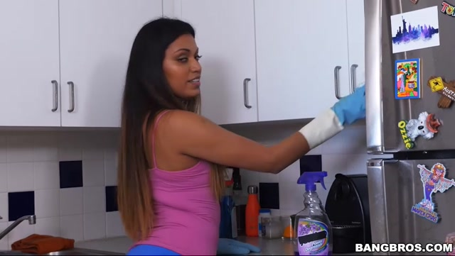BangBros_-_MyDirtyMaid_presents_Nicole_Rey_in_Cleaning_Up_With_Nicole_-_19.03.2017.mp4.00003.jpg