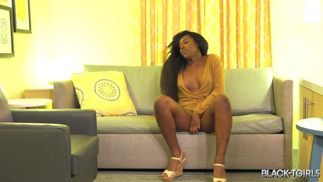 Black-tgirls_presents_Yony__Alone_On_The_Couch__-_15.03.2017.mp4.00000.jpg