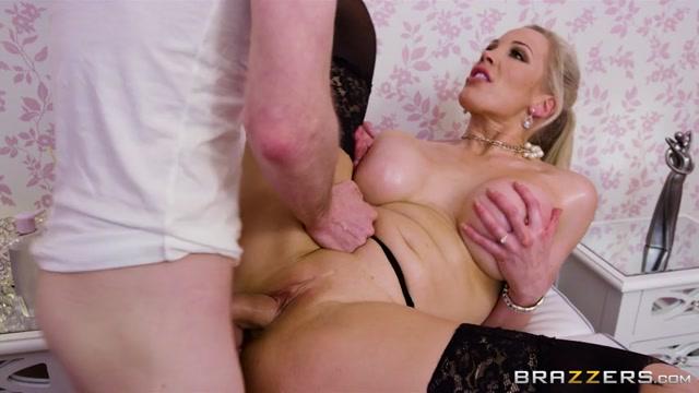 Brazzers_-_DirtyMasseur_presents_Rebecca_Moore_in_Massaging_Mrs._Moore_-_23.03.2017.mp4.00004.jpg