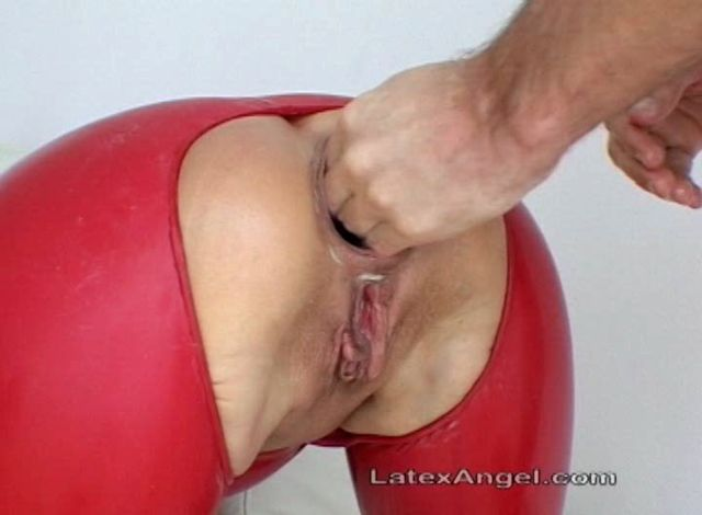 LatexAngel_presents_Messy_Cumfarting.wmv.00005.jpg