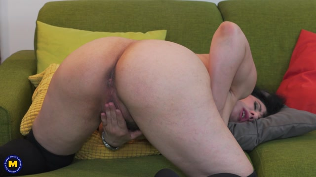 Mature.nl_presents_Adona__43__in_Hairy_housewife_fingering_herself_-_28.03.2017.mp4.00010.jpg