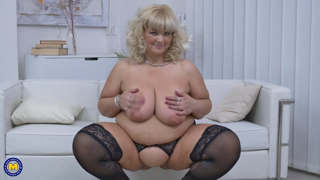 Mature.nl_presents_Renatte__51__in_big_mature_woman_showing_off_her_big_tits_-_07.03.2017.mp4.00015.jpg