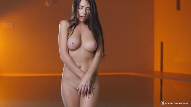 Watch Online Porn – Playboyplus presents Niemira in Golden Glow – 06.03.2017 (MP4, FullHD, 1920×1080)