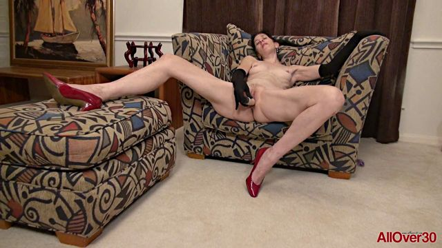 Watch Online Porn – Allover30 presents Penny Jones 50 years old Ladies with Toys – 26.04.2017 (MP4, FullHD, 1920×1080)