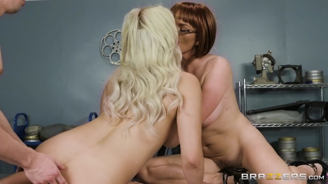 Brazzers_-_MomsInControl_presents_Krissy_Lynn___Kylie_Page_in_Cinematic_Climax_-_07.04.2017.mp4.00010.jpg