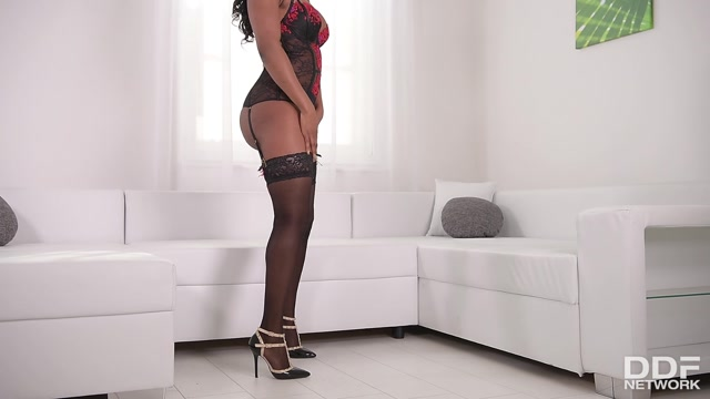 DDFNetwork_-_HotLegsAndFeet_presents_Jasmine_Webb_in_Leggy_Seduction_In_Black__Babe_Fingers_Pink_Pussy_On_Couch_-_28.04.2017.mp4.00000.jpg