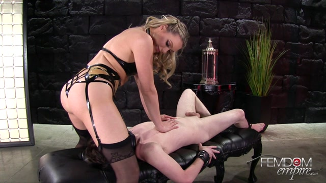 Watch Online Porn – FemdomEmpire presents Mia Malkova in Bewitching Beauty – 21.04.2017 (MP4, FullHD, 1920×1080)