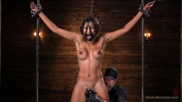 Kink_-_DeviceBondage_presents_Sadie_Santana_in_Fresh_Meat_-_Sadie_Santana_-_20.04.2017.mp4.00005.jpg