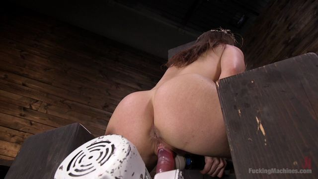 Kink_-_FuckingMachines_presents_Kimber_Woods_in_Insatiable_Sex_Vixen_Gets_Power_Fucked_-_26.04.2017.mp4.00014.jpg