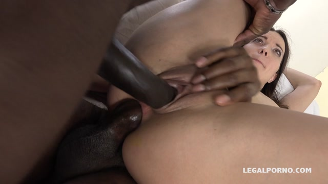 LegalPorno_presents_Roxy_Dee_is_new_gape_girl_who_decide_to_get_her_ass_blacked_IV062_-_27.04.2017.mp4.00015.jpg