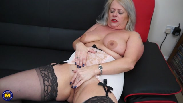 Mature.nl_presents_Ann__EU___47__in_British_chubby_mature_lady_showing_off_her_big_tits_-_27.04.2017.mp4.00009.jpg