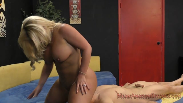 MeanWorld_-_MeanAmazonBitches_presents_Julie_Cash_7_-_24.04.2017.mp4.00010.jpg