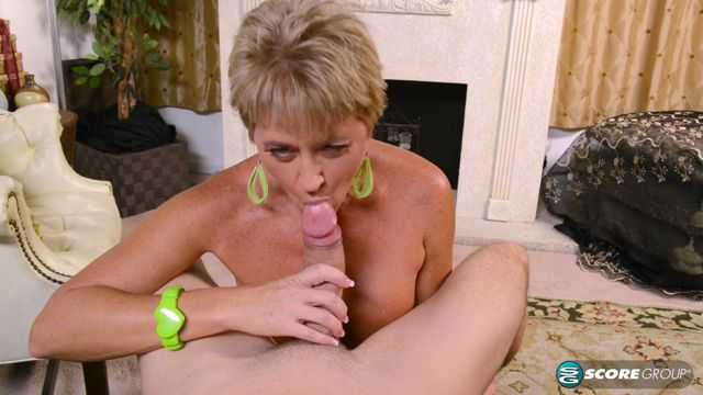 PornMegaLoad_-_50PlusMilfs_presents_Tracy_licks__sucks__fucks_and_gets_a_creampie_-_21.04.2017.mp4.00004.jpg