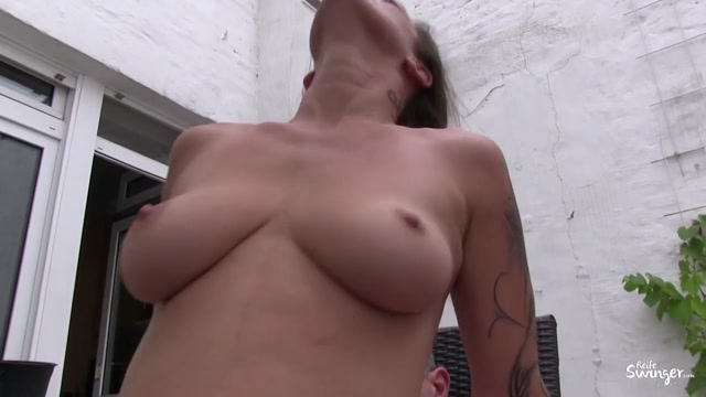 Watch Online Porn – Porndoepremium – ReifeSwinger presents Adrienne Kiss in German mature Adrienne Kiss gets two pussy creampies in outdoor threesome – 19.04.2017 (MP4, HD, 1280×720)