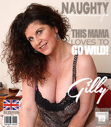 1_Mature.nl_presents_Gilly__EU___51__in_British_housewife_playing_in_bed_-_29.05.2017.jpg