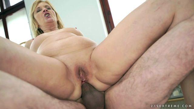 Watch Online Porn – 21Sextreme – LustyGrandmas presents Jennyfer, Leslie Taylor in Jennyfers Anal Massage – 11.05.2017 (MP4, SD, 960×544)