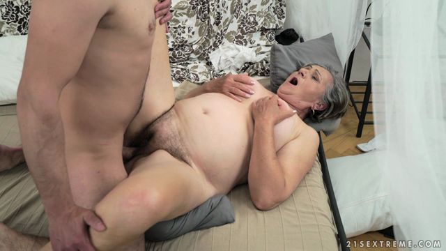 21Sextreme_-_LustyGrandmas_presents_Kata_in_Horny_Hairy_Granny_-_18.05.2017.mp4.00010.jpg