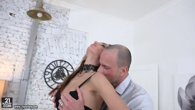 21Sextury_-_Gapeland_presents_Hazel_Dew_in_Anal_Time_For_Hazel_-_02.05.2017.mp4.00000.jpg