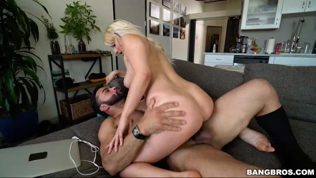 Watch Online Porn – BangBros – BangBros18 presents Kylie Page in Perfect Body Kylie Page Gets A Good Fucking – 30.04.2017 (MP4, SD, 852×480)