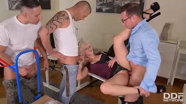 Watch Online Porn – DDFNetwork – HandsOnHardcore presents Vittoria Dolce – 06.05.2017 (MP4, SD, 640×360)