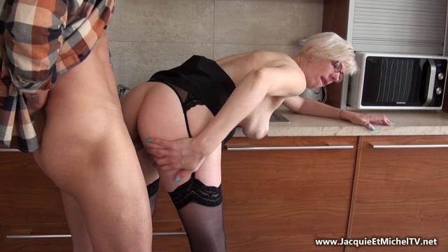 Watch Online Porn – JacquieEtMichelTV presents A 40ans, Eva est hyper sexy! – 20.05.2017 (MP4, FullHD, 1920×1080)