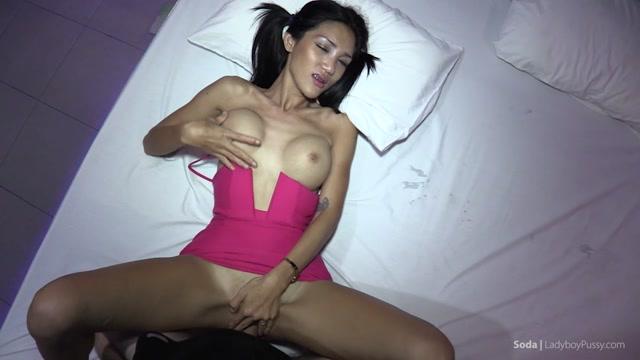 Watch Online Porn – Ladyboypussy presents Ladyboy Soda in Soda No Panties Creampie – 19.05.2017 (MP4, HD, 1280×720)