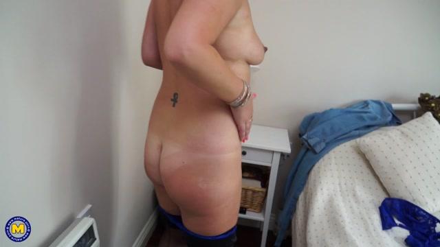 Watch Online Porn – Mature.nl presents Francesca Kitten (EU) (44) in British housewife fingering herself – 16.05.2017 (MP4, FullHD, 1920×1080)