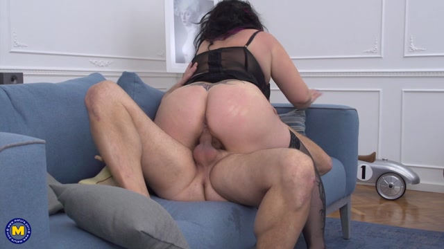 Mature.nl_presents_Patrizia__40__in_Big_breasted_BBW_fucking_and_sucking_-_24.05.2017.mp4.00012.jpg