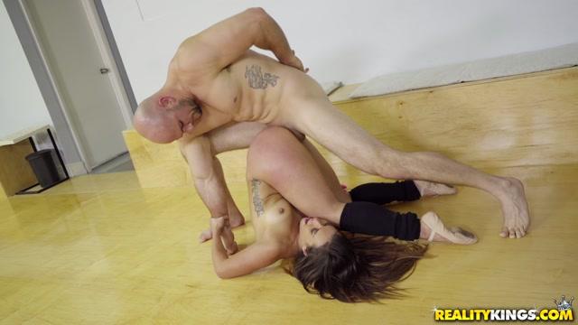 Watch Online Porn – RealityKings – MonsterCurves presents Kelsi Monroe in Ballerina Booty – 09.05.2017 (MP4, FullHD, 1920×1080)