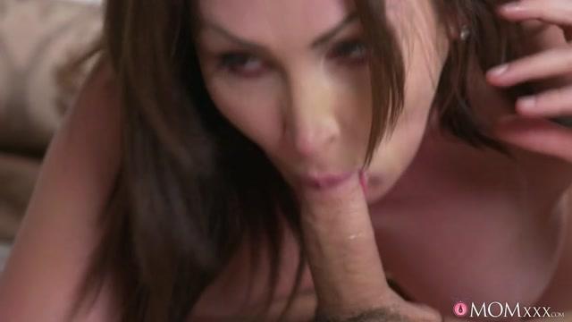 Watch Online Porn – SexyHub – MomXXX presents Yasmin Scott in Milf Takes Home Boy Toy from Gym – 17.05.2017 (MP4, SD, 854×480)