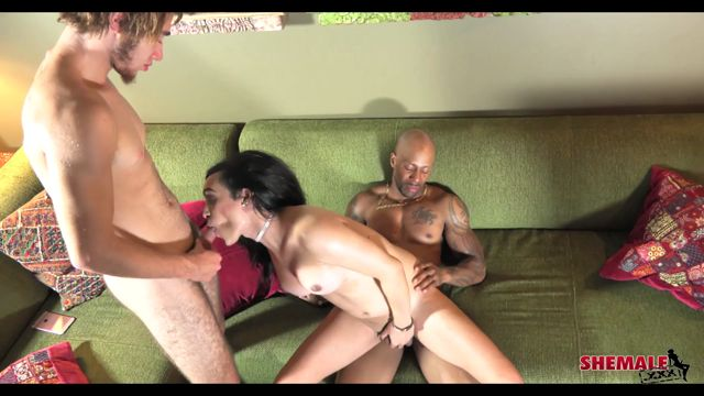 Shemale.xxx_presents_Madison_Montag_in_Madison__Soldier_Boi_And_Drake__-_17.05.2017.mp4.00012.jpg